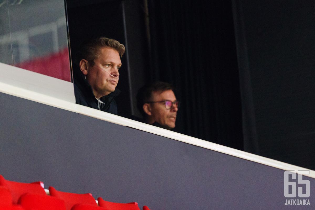 Pekka Virta seurasi Lukon otteita yhdessä Kalle Sahlstedtin kanssa.
