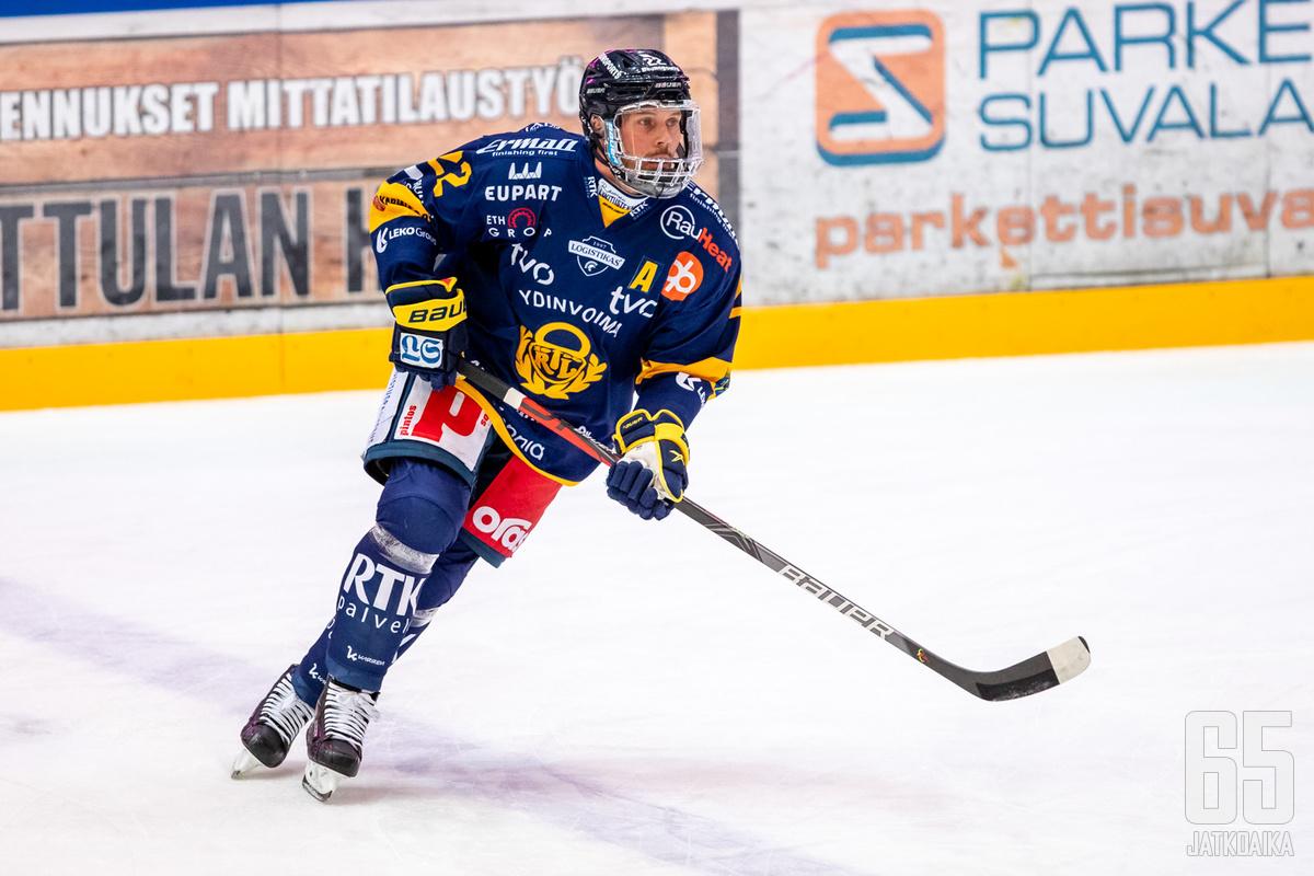 Toni Koivisto pelasi 718. runkosarjaottelunsa Lukon paidassa, mikä on myös Lukon seuraennätys.