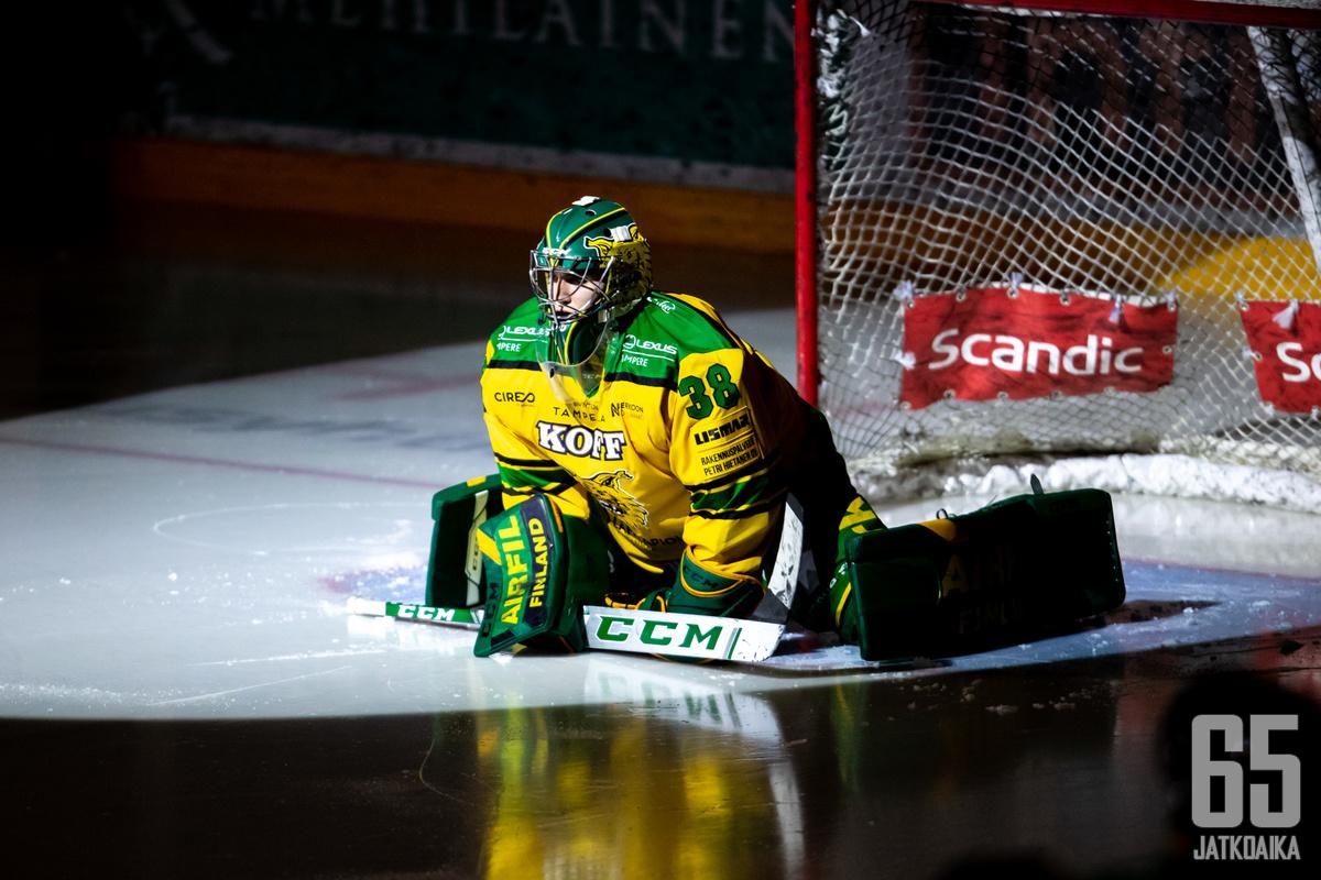 Mäkiniemi torjui tällä kaudella Ilveksessä.