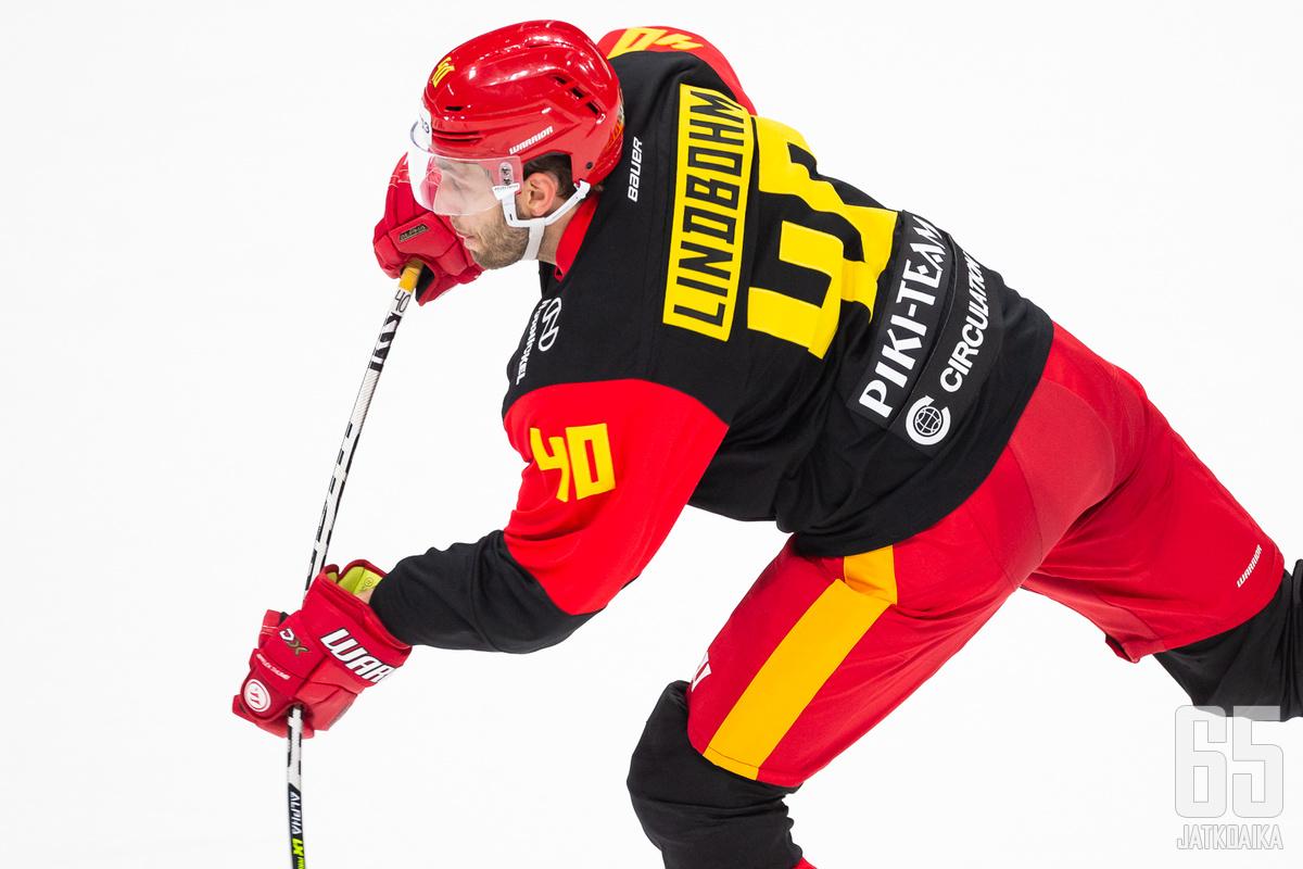 Petteri Lindbohm teki ensimmäisen maalinsa jokeripaidassa.