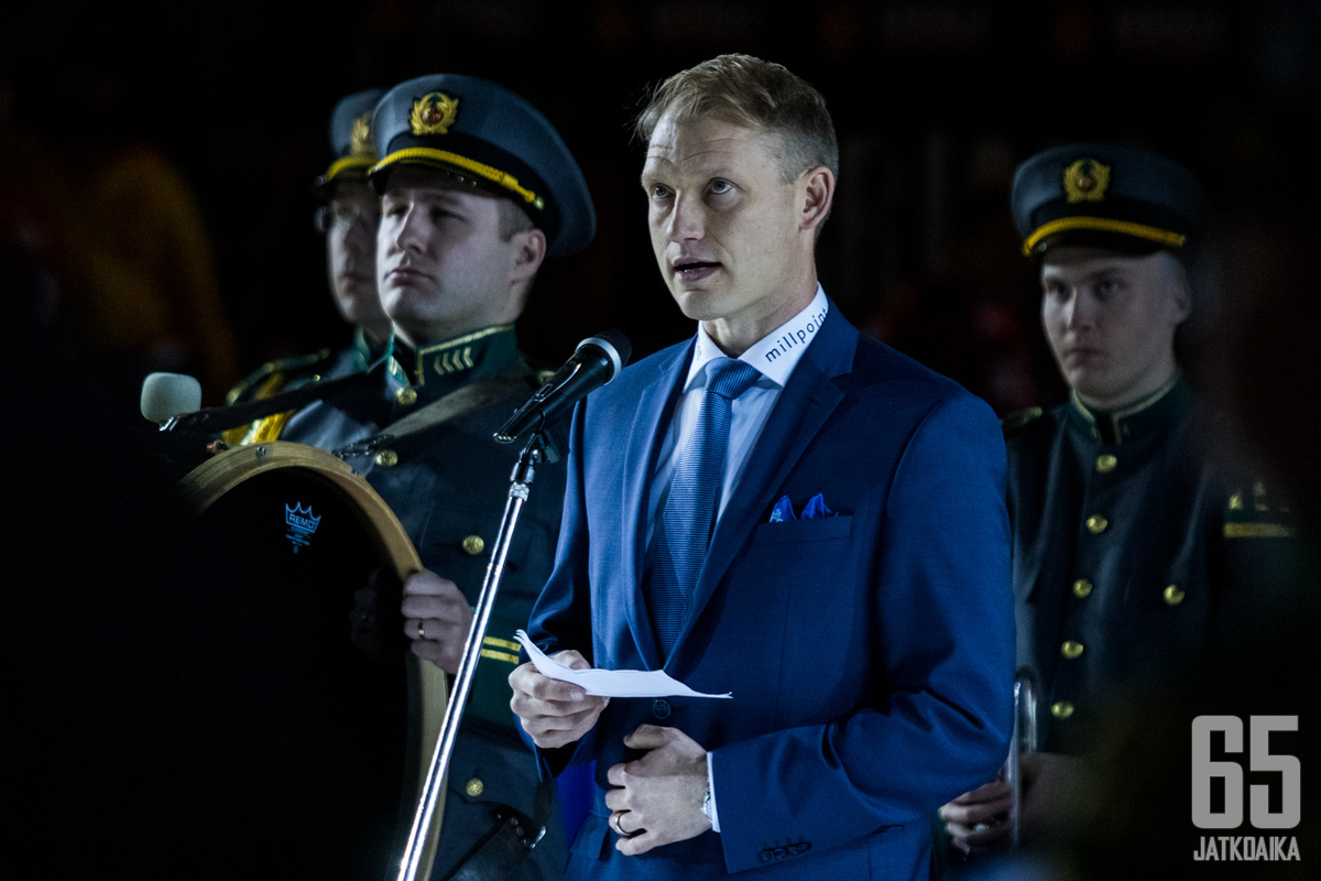 Liiga-SaiPa Oy:n toimitusjohtaja Jussi Markkanen edustaa SaiPaa nykyään puku päällä.