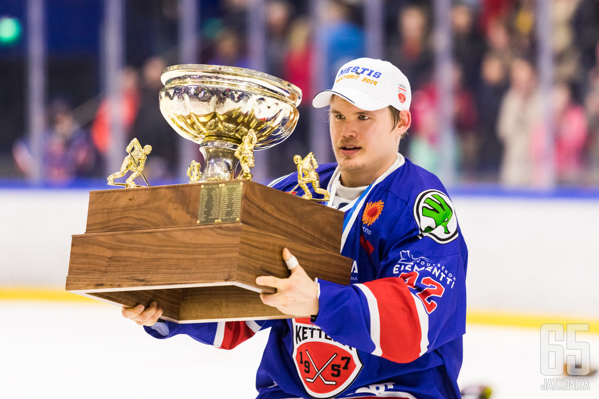 Neljän Mestis-mestaruuden Paalaselta löytyy myös kaksi Suomen Cupin mestaruutta vyöltään.