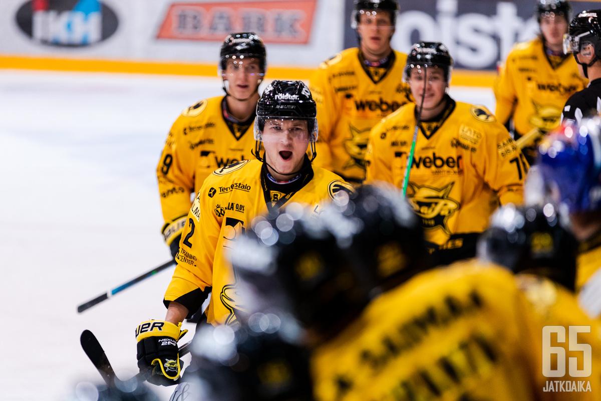 Topi Piipponen sai kovasta työnteostaan palkinnoksi ottelun avausmaalin.