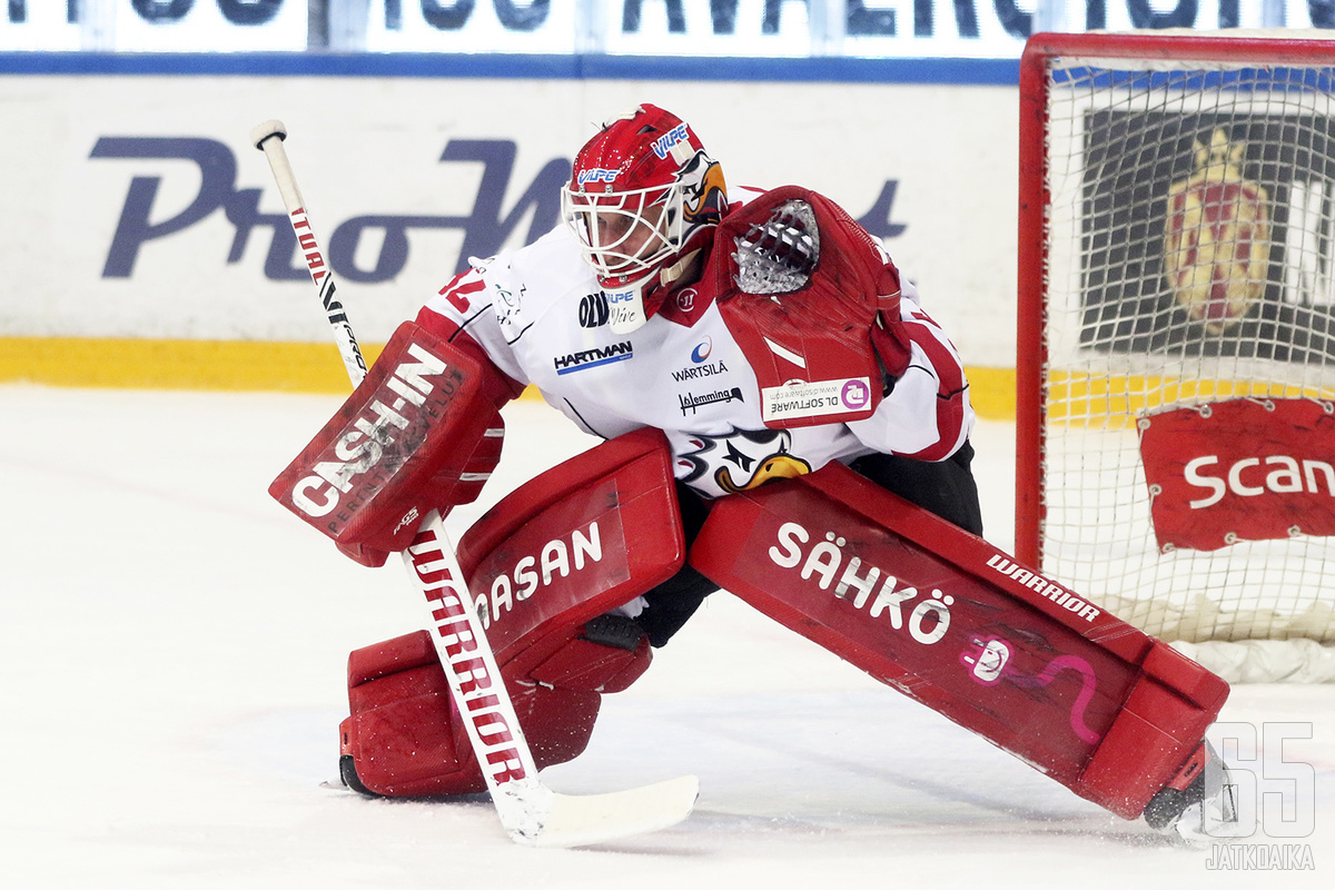 Niko Hovinen oli jälleen vahva maalin suulla.