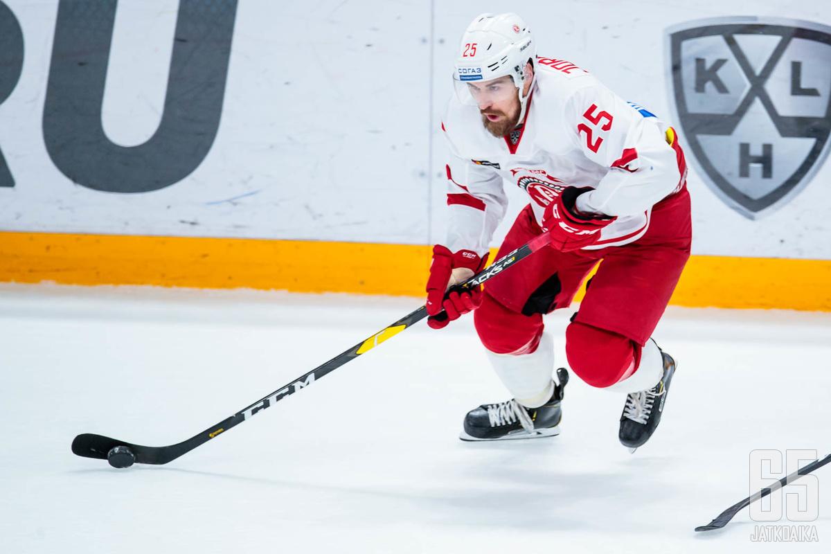 Viime kaudella Pekka Jormakka kiekkoili vielä Vitjaz Podoskin riveissä.