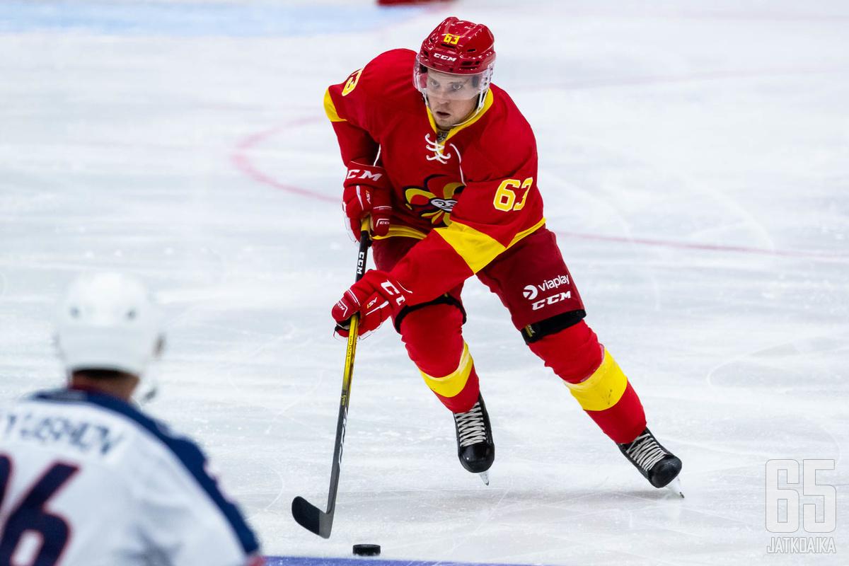 Viime kaudella Reini pelasi Kiekko-Vantaan lisäksi kaksi KHL-ottelua Jokerien riveissä.