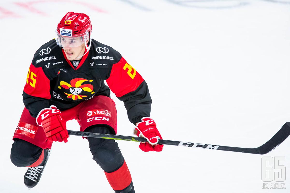 Henrik Haapala laukoi Jokerien maaleista toisen, kun helsinkiläiset hävisivät viime ottelussa Lokomotiv Jaroslavlille 2−3.