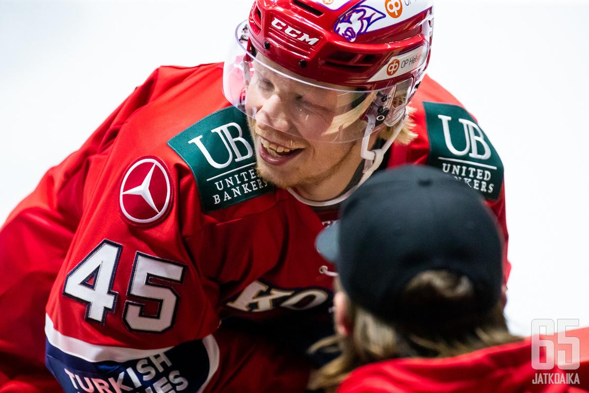 Micke-Max Åsten on iskenyt kevään kolmessa pudotuspeliottelussa jo viisi tehopistettä.