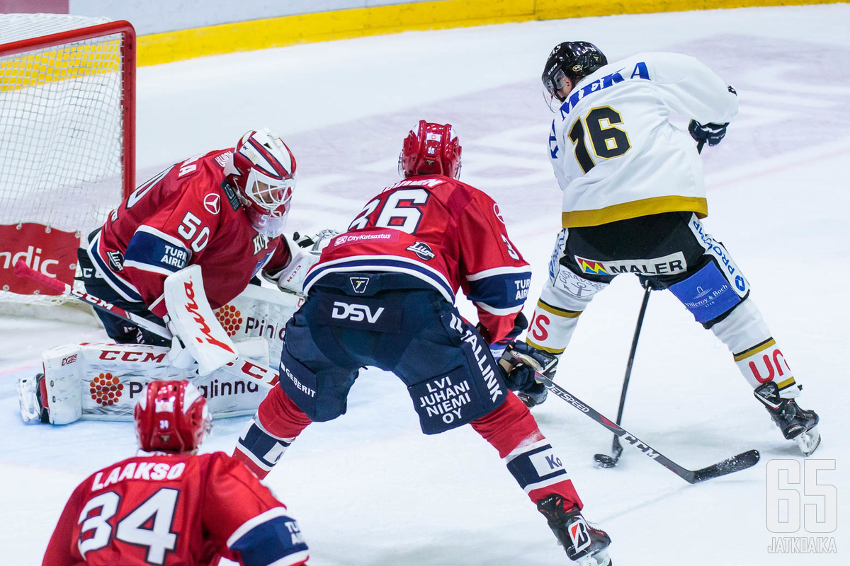 Junttila pelasi kauden ensimmäisen pelissä IFK:n vieraana torstai-iltana Helsingissä. Junttila käytti numeroa 16.