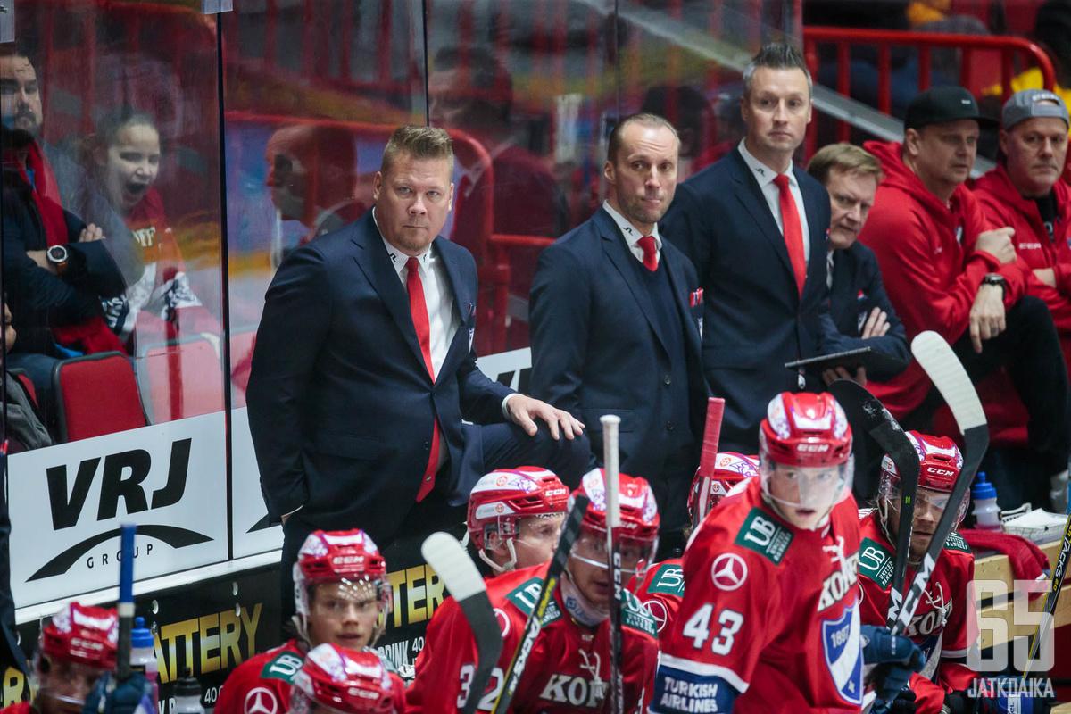 Jarno Pikkaraisen luotsaama HIFK on Liigassa seitsemäntenä.