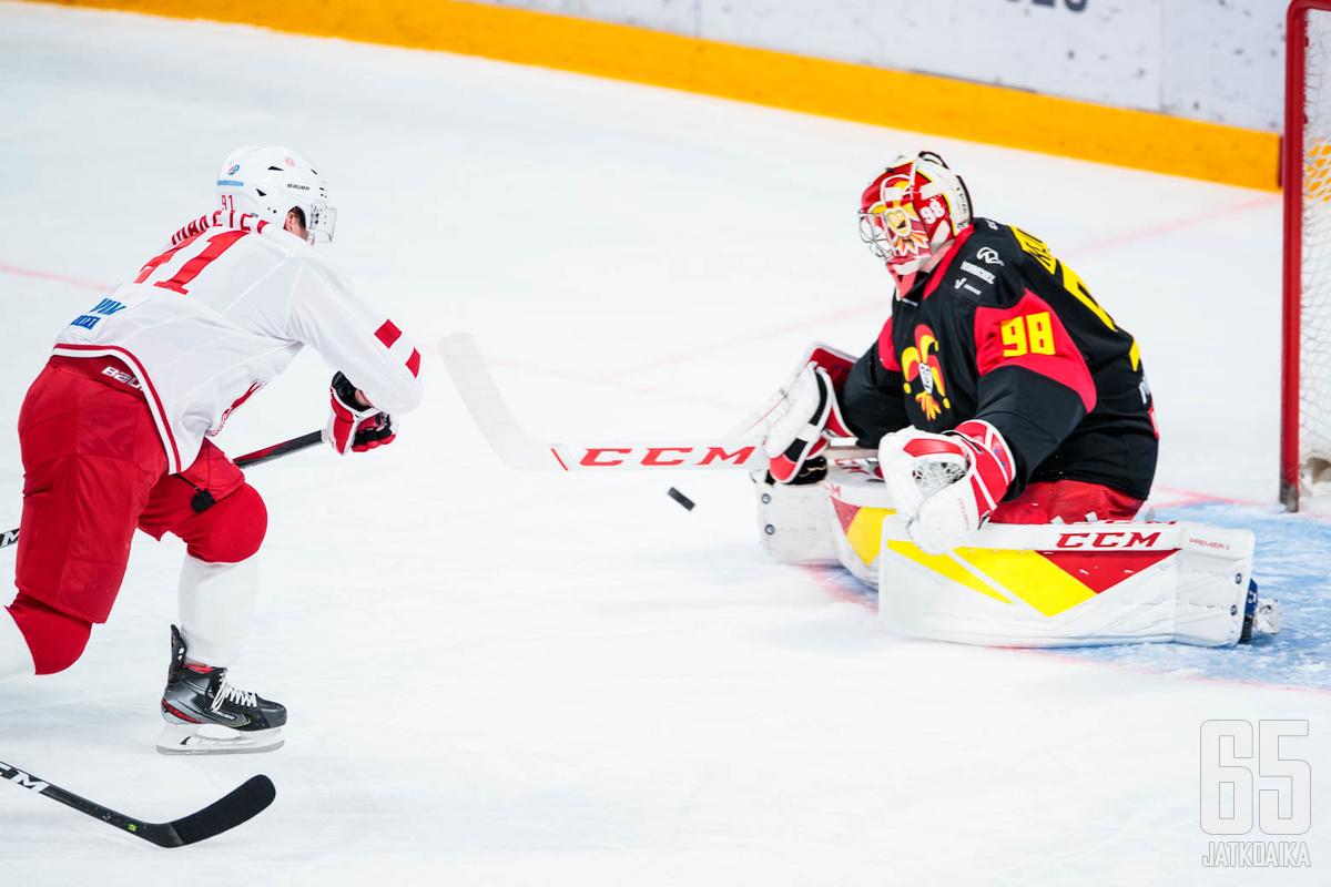 Jānis Kalniņš torjui Jokereille voiton illan ottelusta. Voitto oli Kalniņšille tärkeä, sillä edellisestä torjutusta voitosta ehti vierähtää lähes kuukausi.