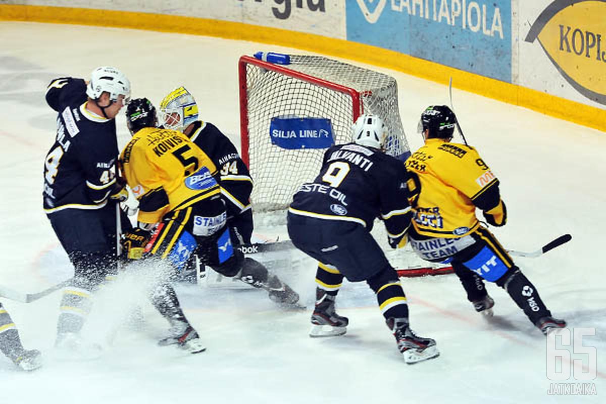 Blues yllätti voittamalla kevään 2012 puolivälierissä runkosarjassa ensimmäiseksi sijoittuneen KalPan.
