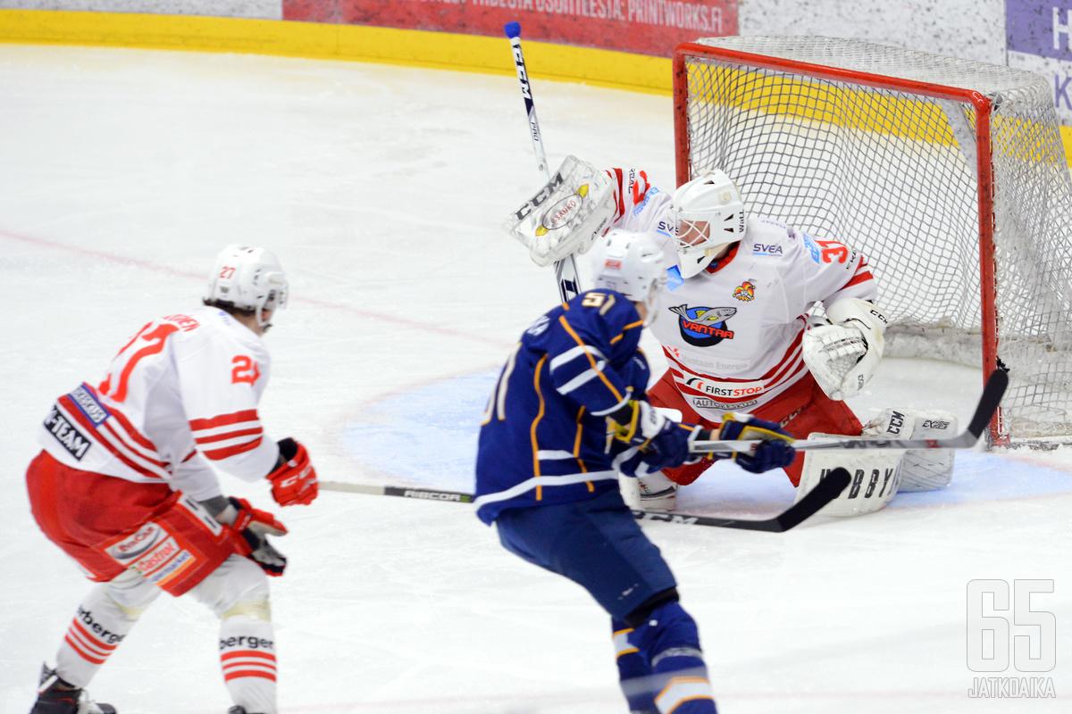 Jani Kautto torjui Kiekko-Vantaalle voiton.