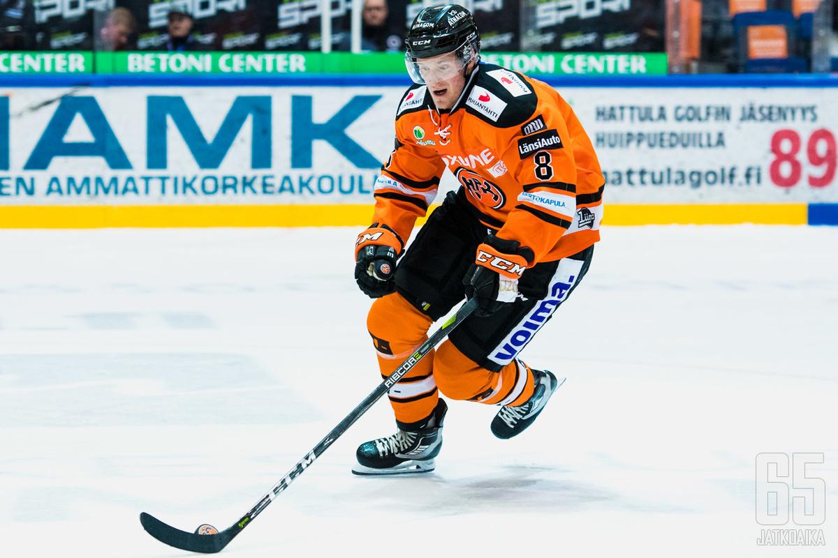 Lehtosen viimeisin liigakausi oli 2017-2018, jolloin hän edusti HPK:ta.