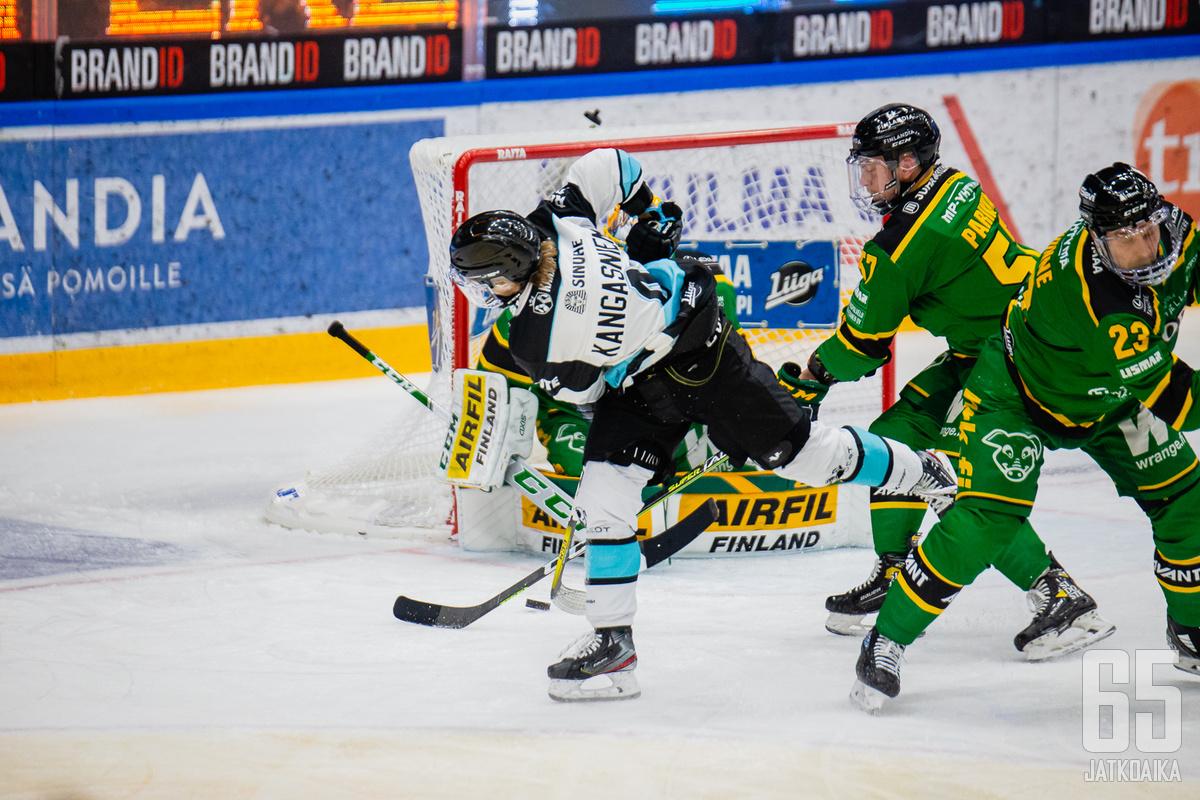 Iikka Kangasniemi oli kiekottomana Pelicansin parhaimmistoa.
