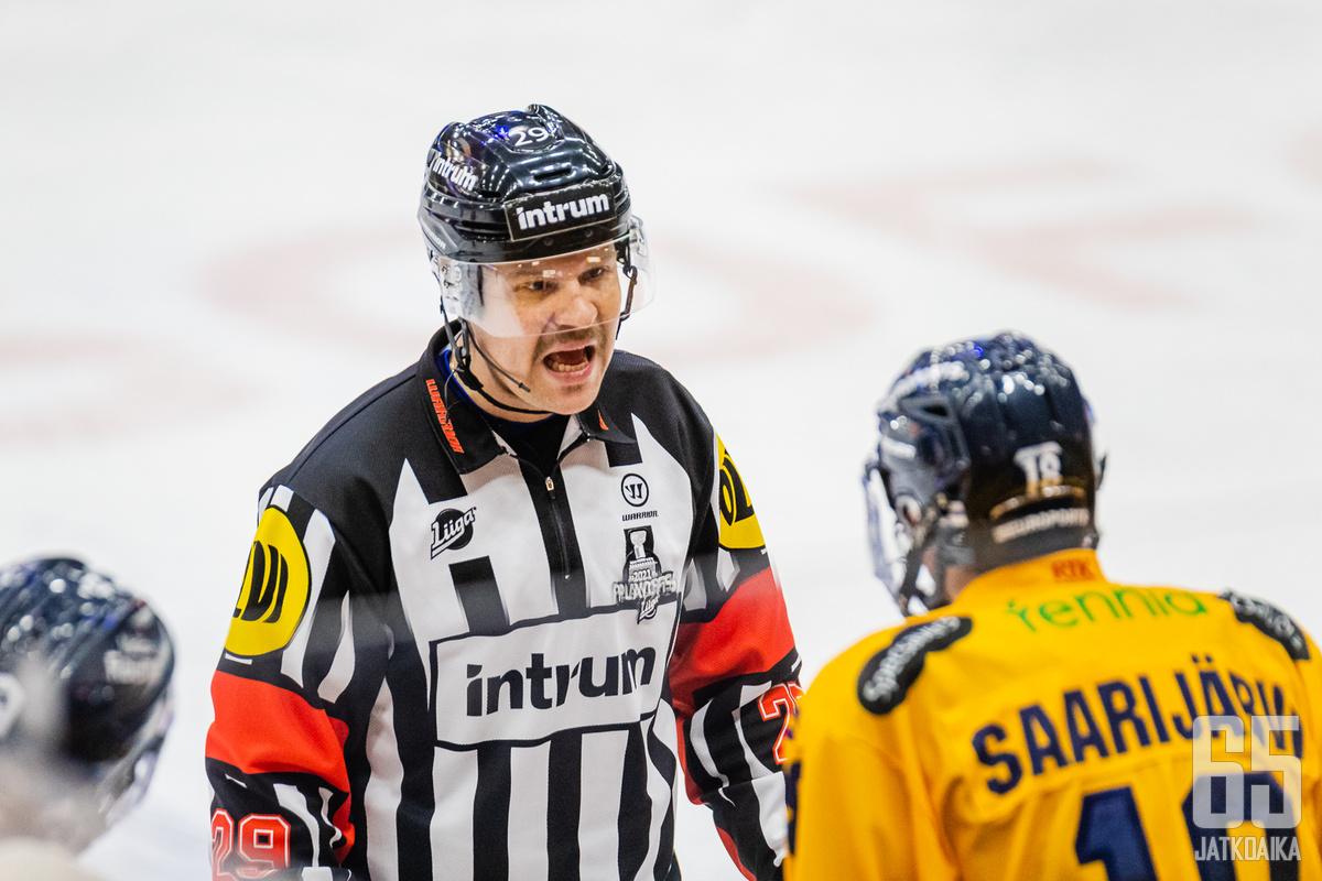 Ville Nieminen ei säästellyt sanojaan välieräsarjan tuomareista.