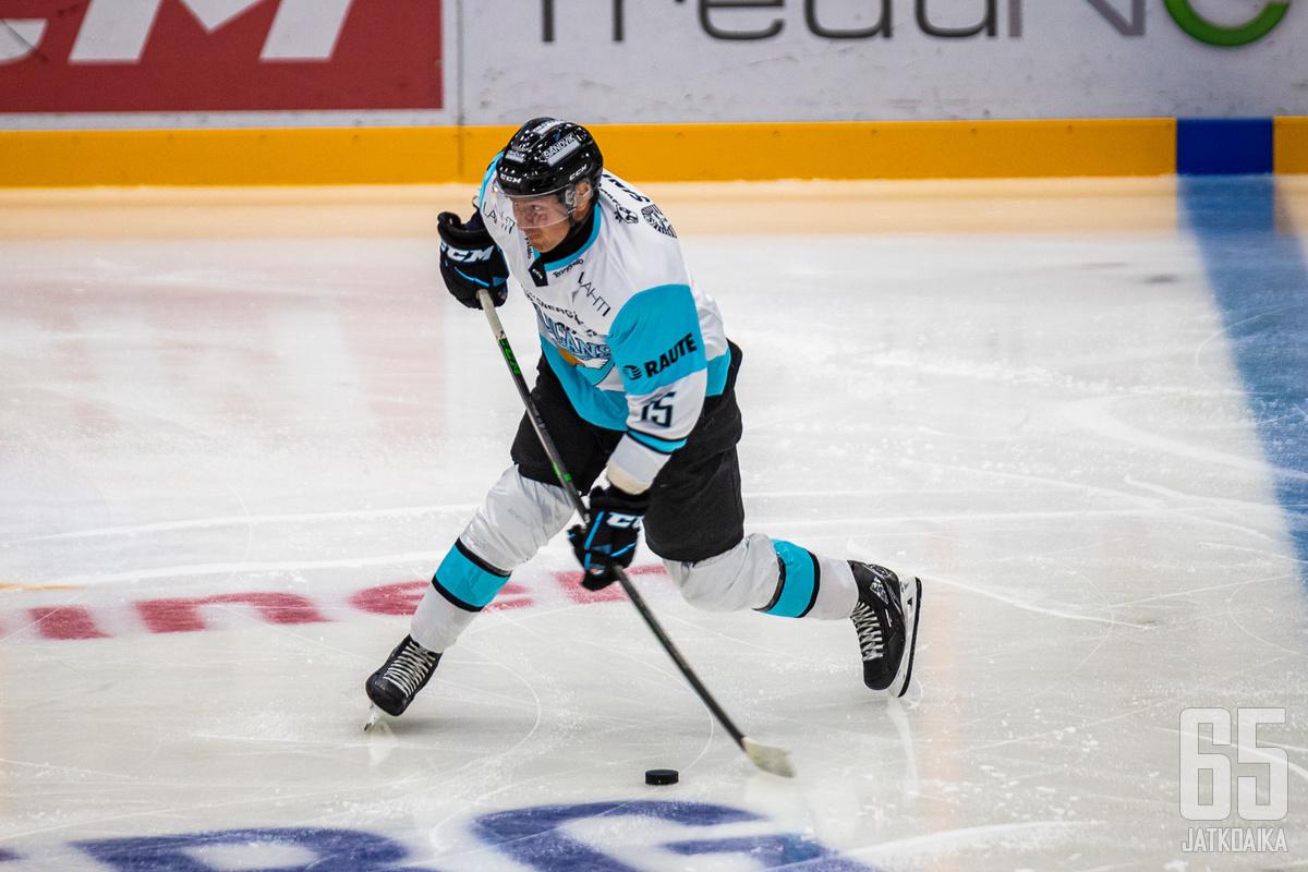 20-vuotias Mikko Kokkonen siirtyi täksi kaudeksi Jukureista Pelicansiin.