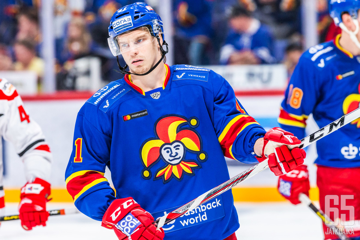 Pelikentällä pitkästä aikaa nähty Antti Pihlström pelasi edelliskaudella ainoastaan 37 KHL:n runkosarjaottelua.