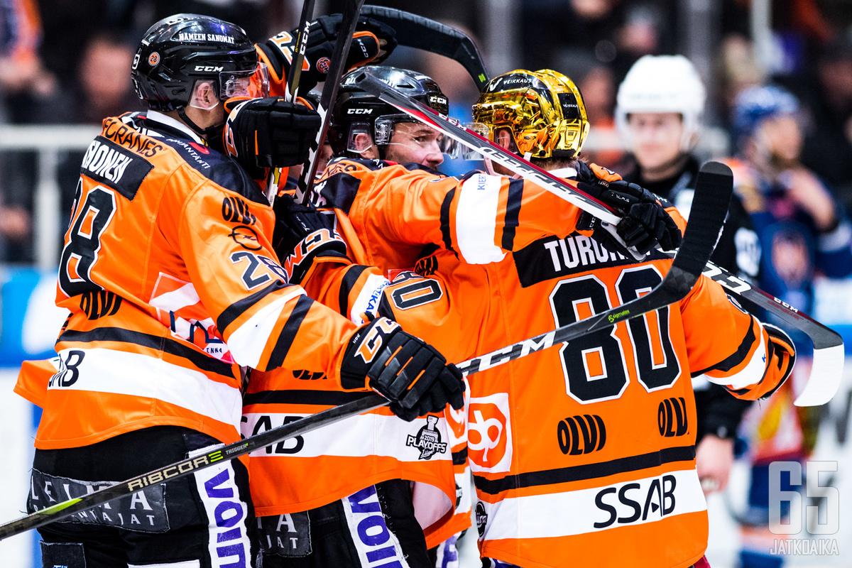 HPK:n kultakypärä Teemu Turunen loukkaantui toisessa erässä, mutta palasi takaisin jäälle ratkaisemaan ottelua.