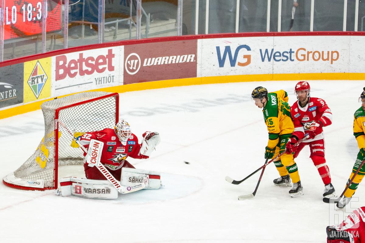 Niko Hovinen oli jälleen piikkinä Ilveksen lihassa.