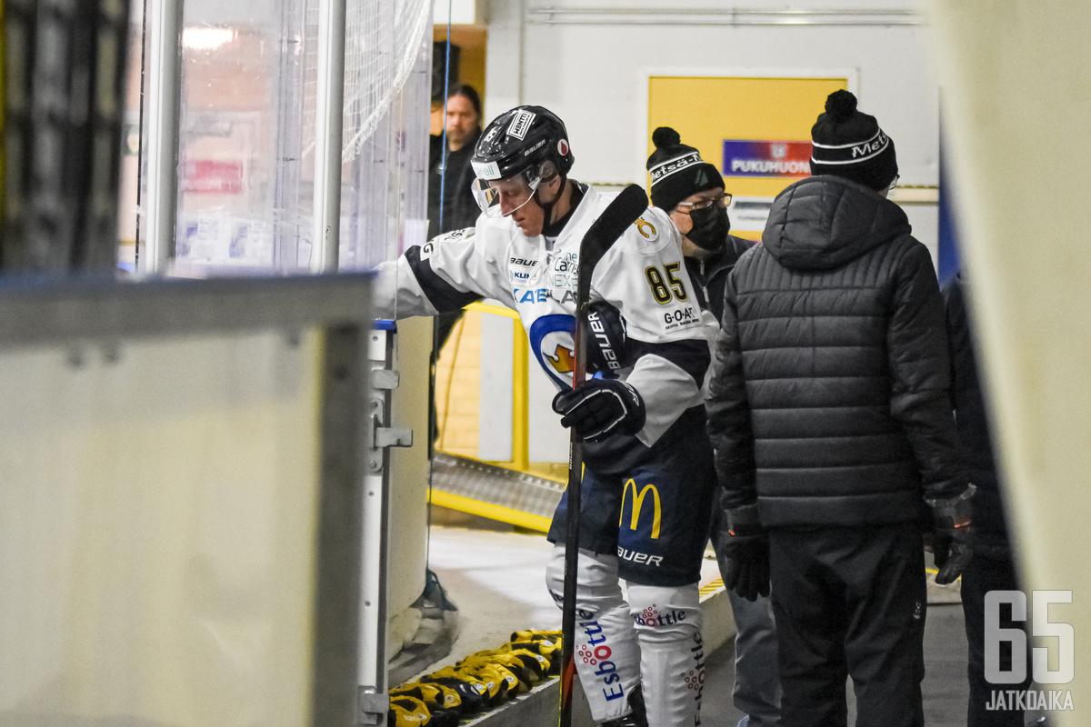 Toni Kähkönen sai suihkukomennuksen Keuruulla.