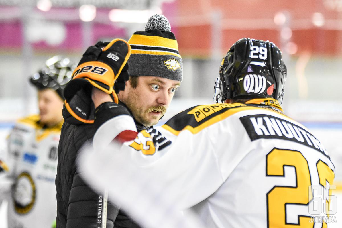 IPK:n päävalmentaja Niko Härkönen luotsasi joukkueensa hurjaan nousuun.
