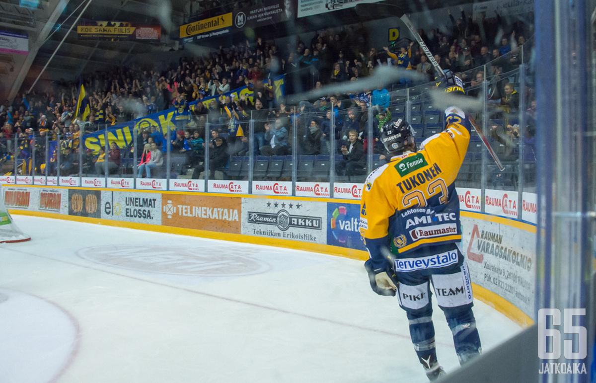 Lauri Tukonen pääsi tuulettamaan kotiyleisön edessä kahdesti.