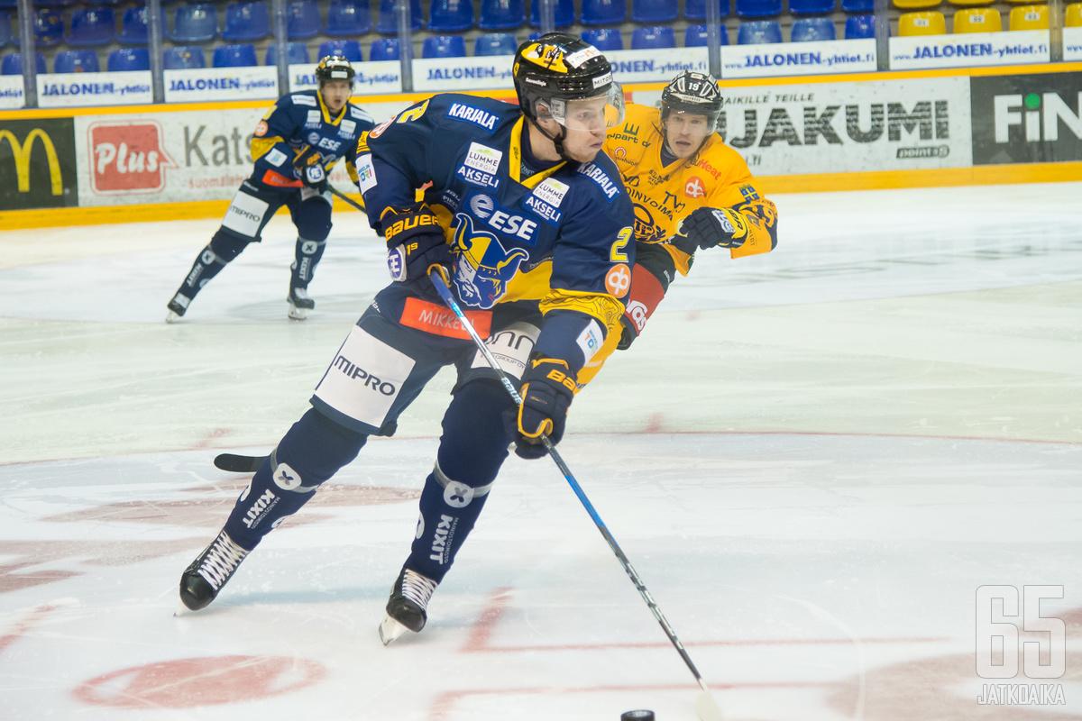 Auvinen edusti tällä kaudella Jukureita 17 ottelussa.