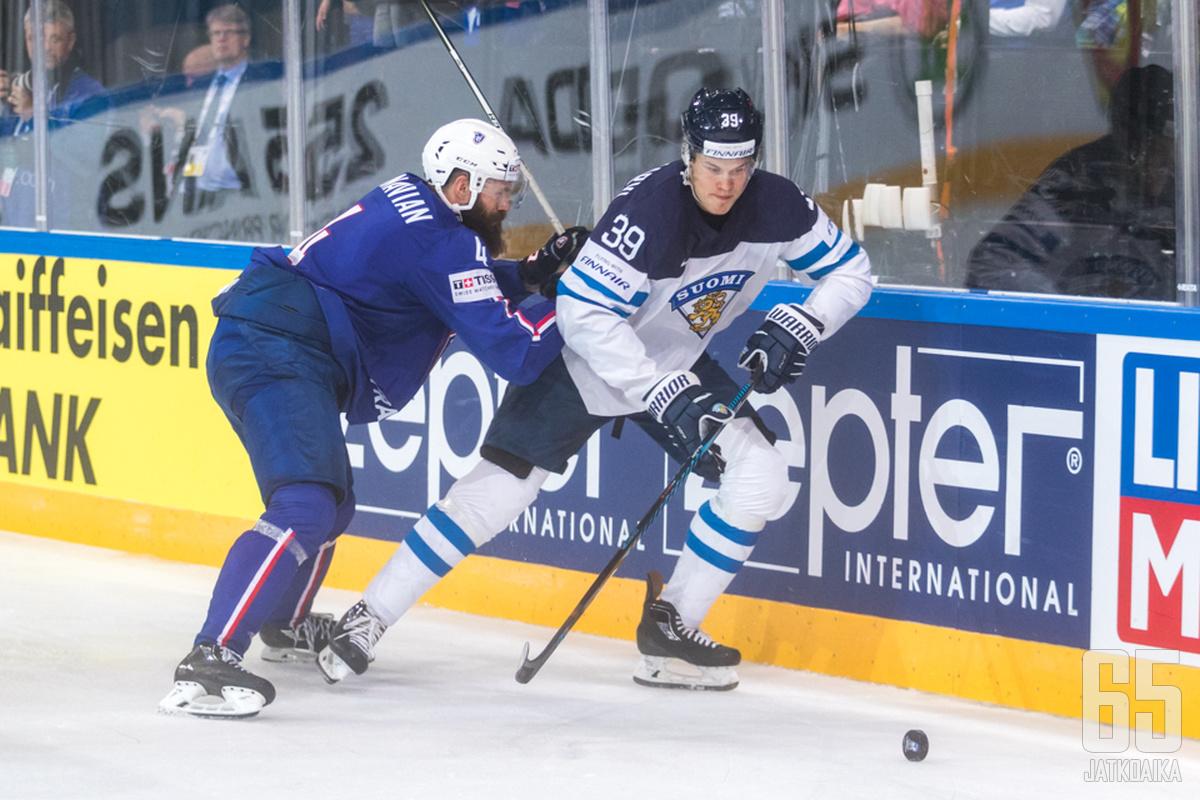 Jesse Puljujärvi debytoi miesten MM-kaukaloissa.
