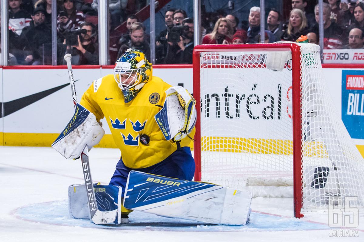 Ruotsin nuorisomaajoukkueissa pelannut Sandström valittiin keväällä 2017 U20-kisojen parhaaksi maalivahdiksi.