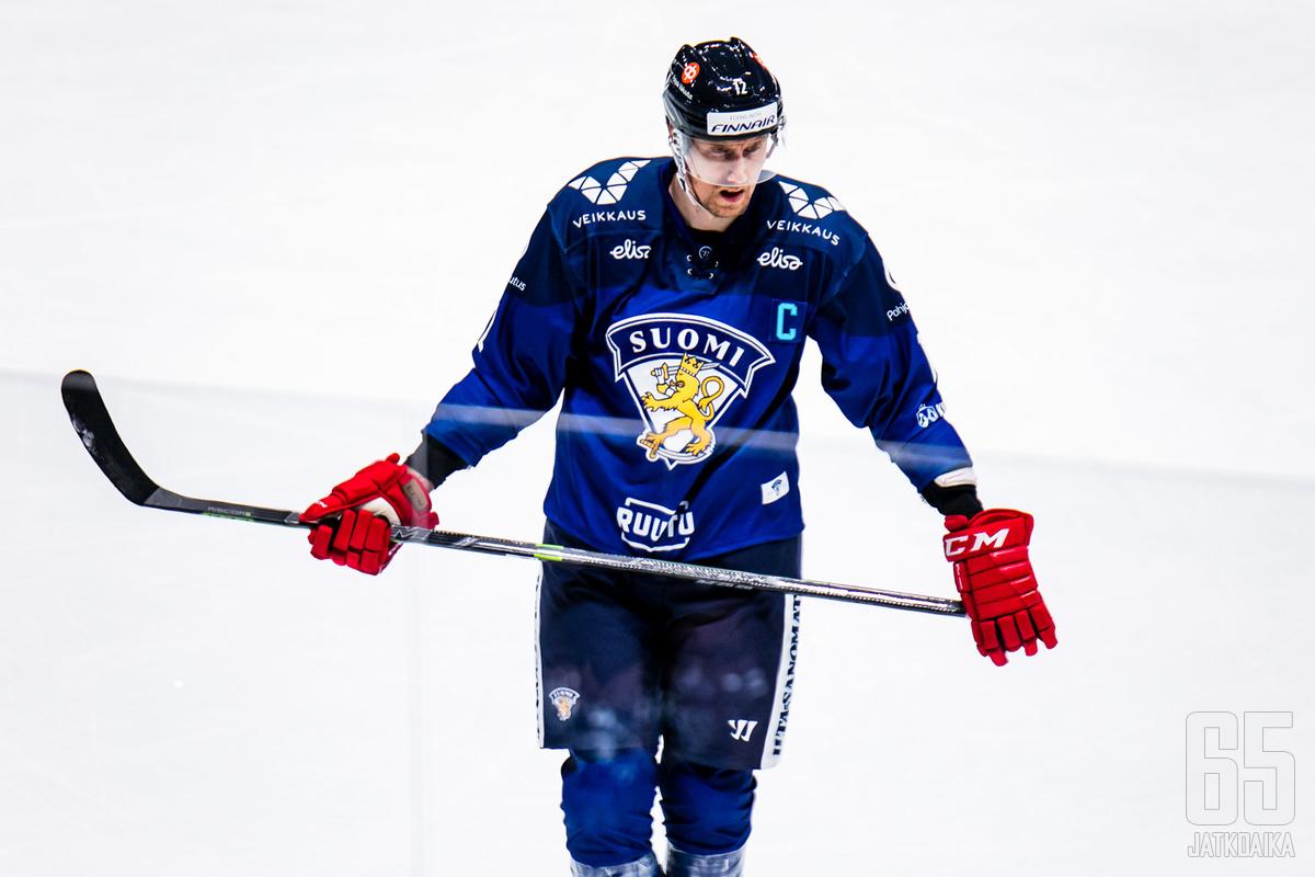Marko Anttila johdattaa leijonalauman Tšekkiä vastaan.