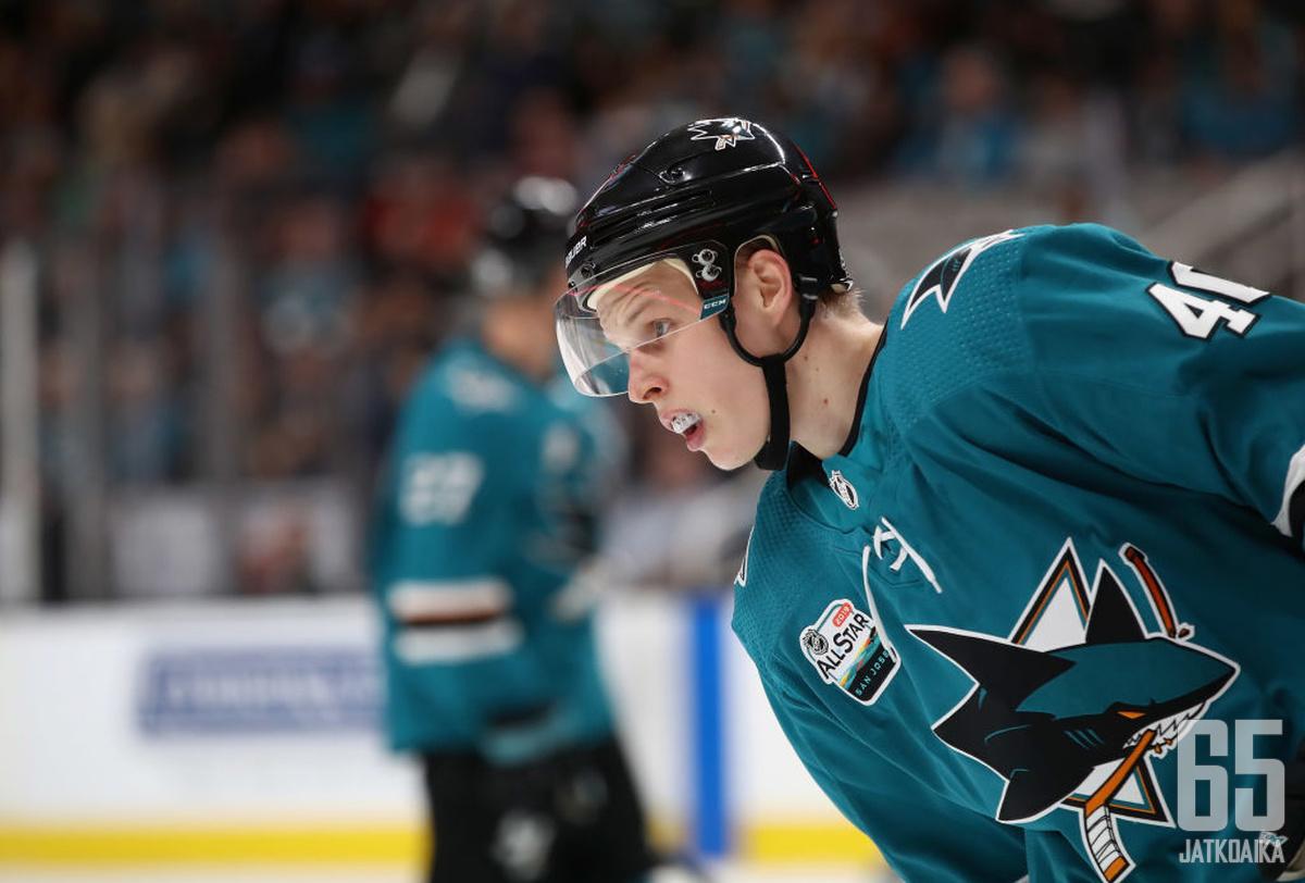 Suomela on pelannut kaksi viime kautta San Jose Sharksin NHL-organisaatiossa.