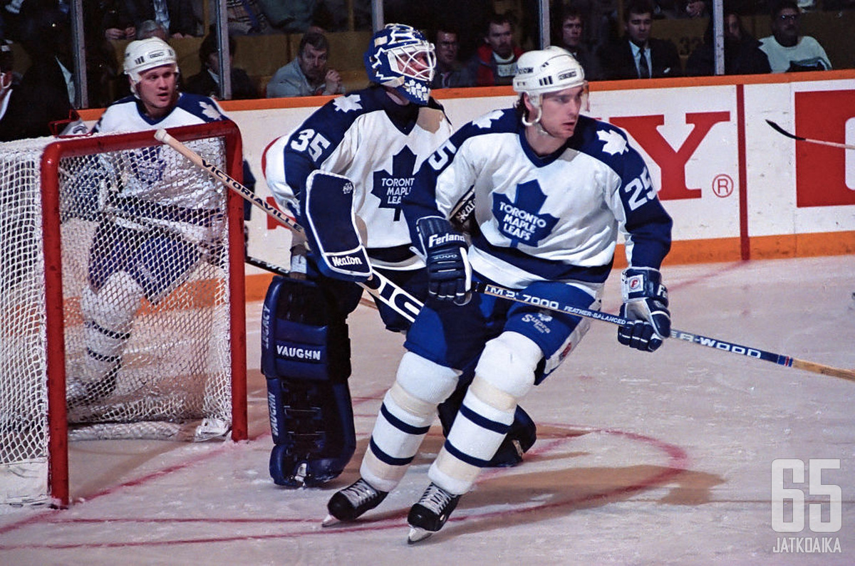 Tom Kurvers (25) teki pitkän NHL-uran niin pelaajana kuin toimiston puolella.