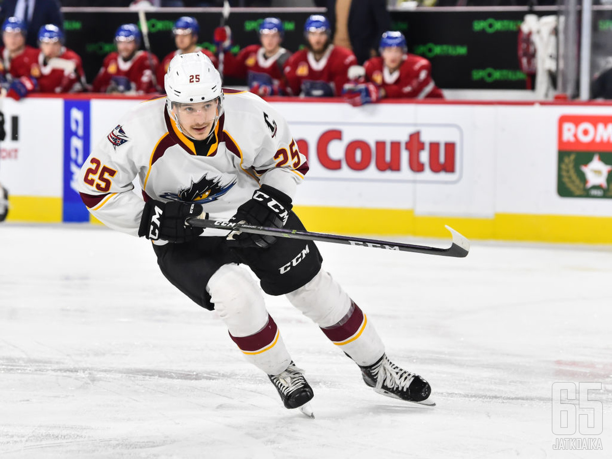 Broadhurst ponnisti Clevelandin paidasta NHL:ään kahden ottelun ajaksi.