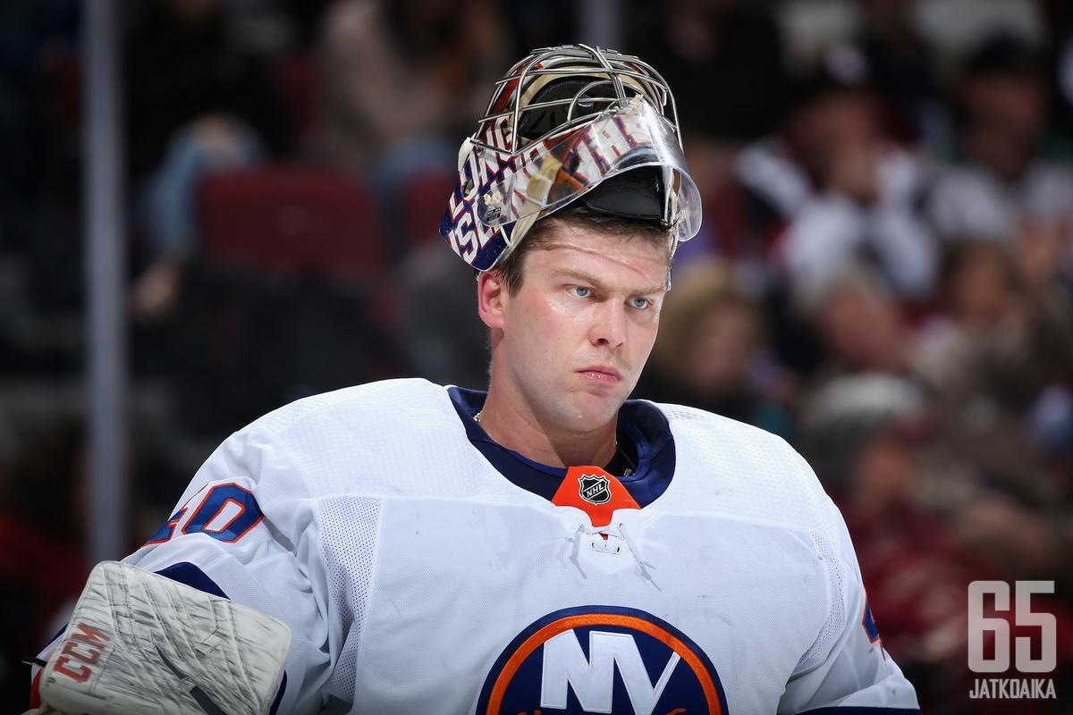 Semjov Varlamov oli Islandersin tukipilari joukkueen kaventaessa ottelusarjan. Venäläismolari torjui 36 Lightning-vetoa, ja joukossa on aimo annos paraatipelastuksia.