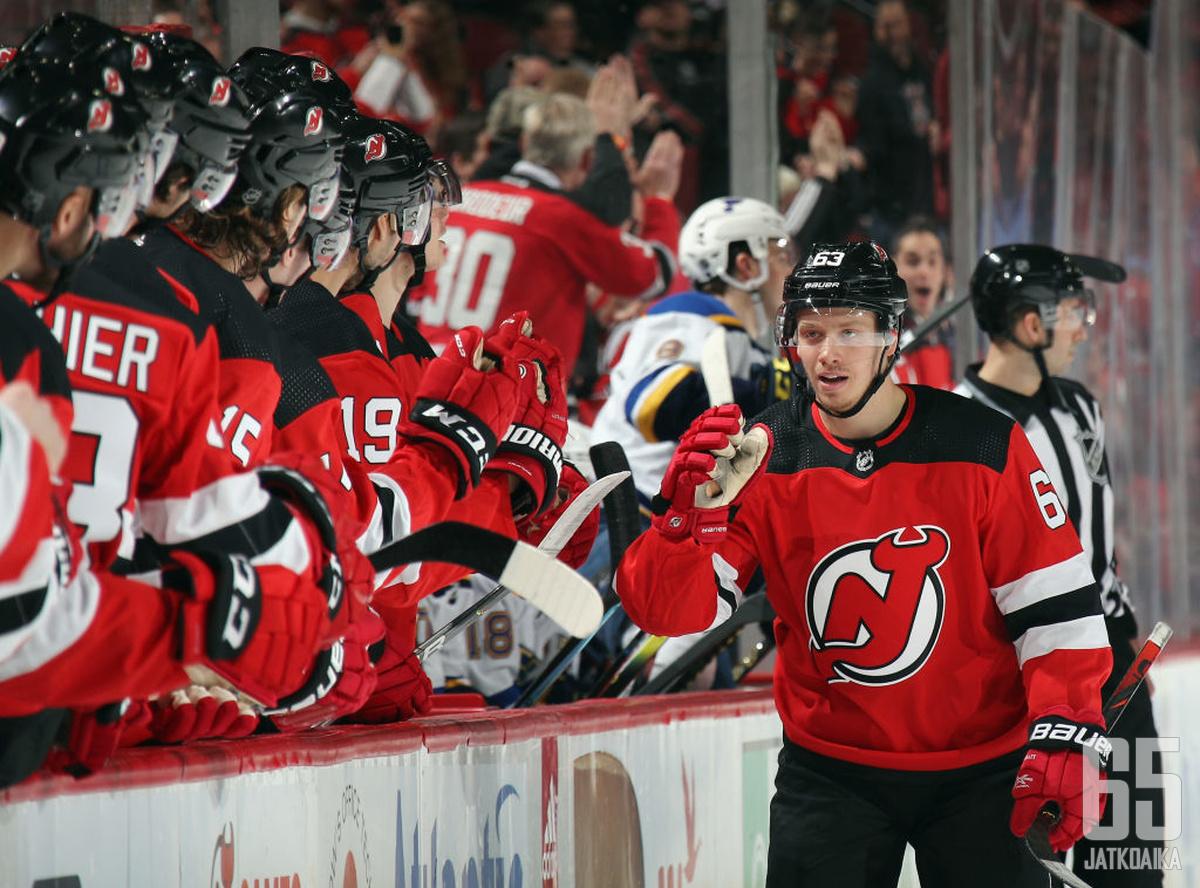 Bratt jatkaa Devilsin riveissä seuraavat kaksi kautta.