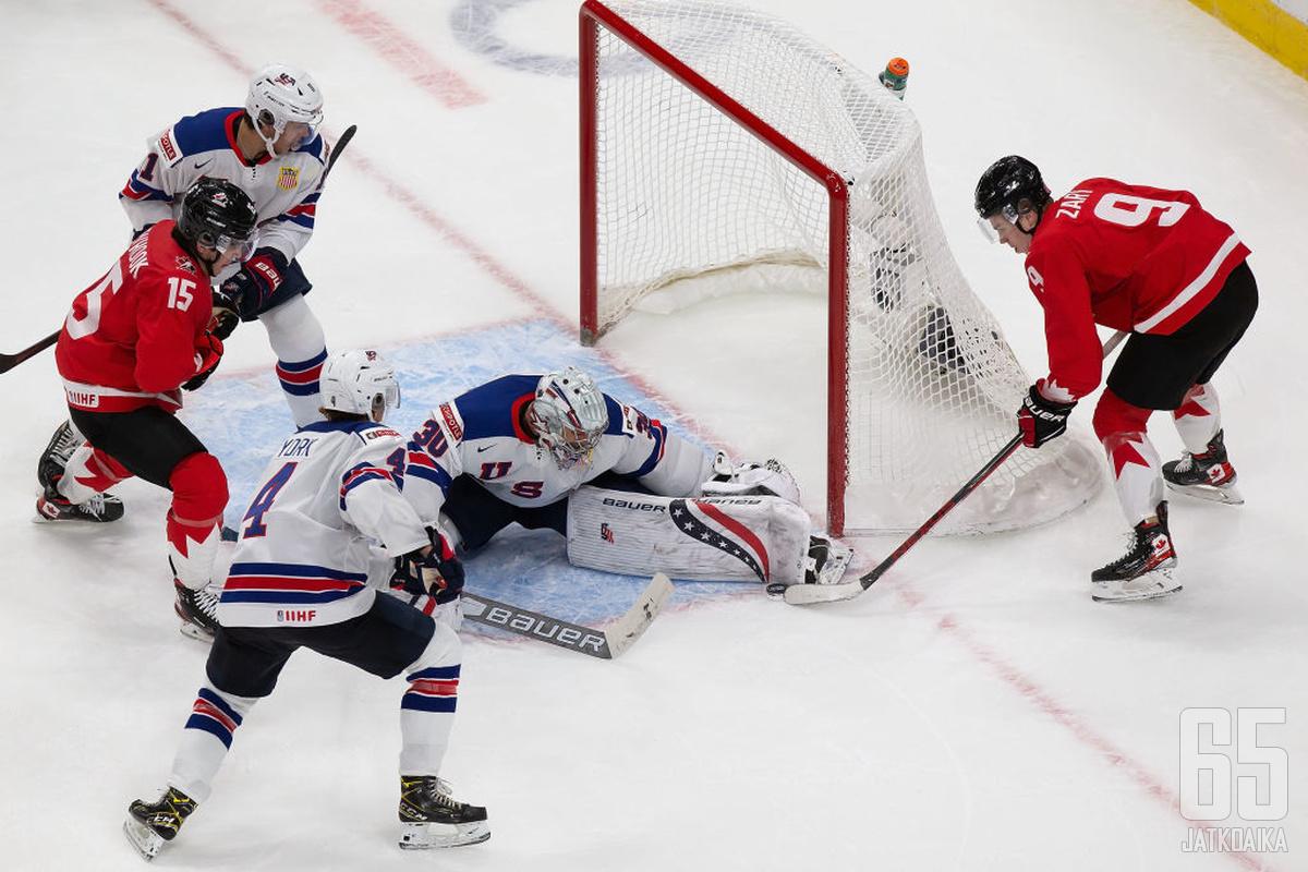 Kanada pääsi lähelle maalia, mutta Yhdysvaltojen maalivahti Spencer Knight piti nollan.