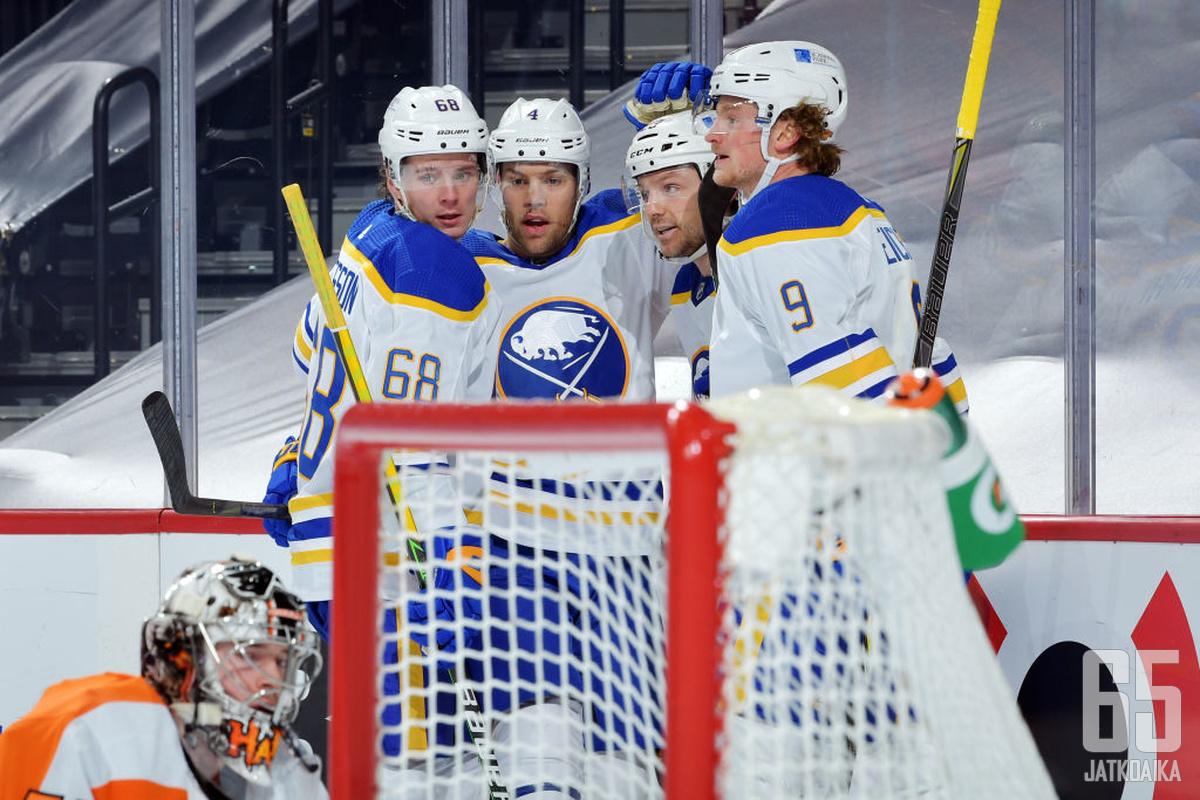 Sabresin ykkösnyrkki oli myrkkyä Flyersille. Nelikenttä Olofsson - Hall - Reinhart - Eichel latoi murskajaisissa yhdeksän pinnaa.