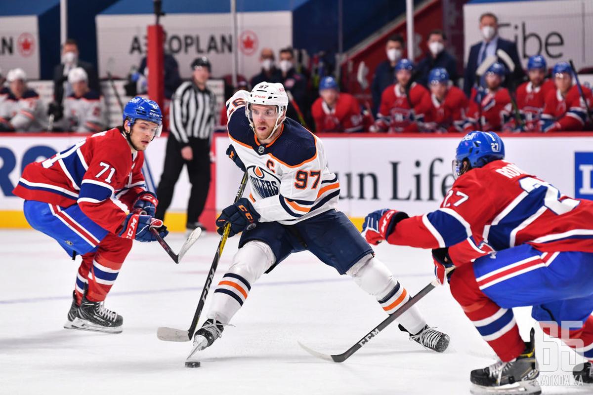 NHL palaa tavalliseen päiväjärjestykseensä siltä osin kuin koronan myötä on mahdollista.