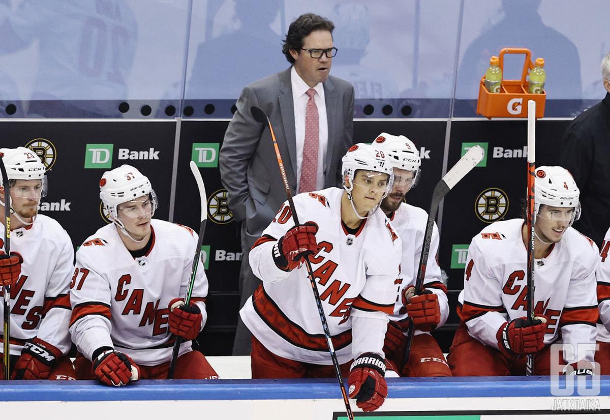 Maple Leafs täydensi valmennustaan Dean Chynowethilla.
