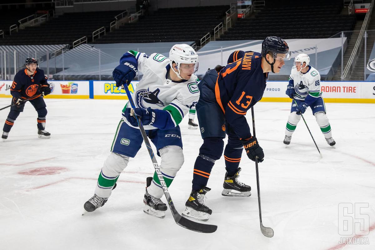 Roussel ja Puljujärvi kahinoivat ja heistä Puljujärvi poistui jäältä verisenä.