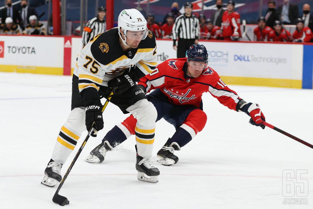 Boston Bruins ja Washington Capitals avaavat pudotuspelisarjansa lauantaina.