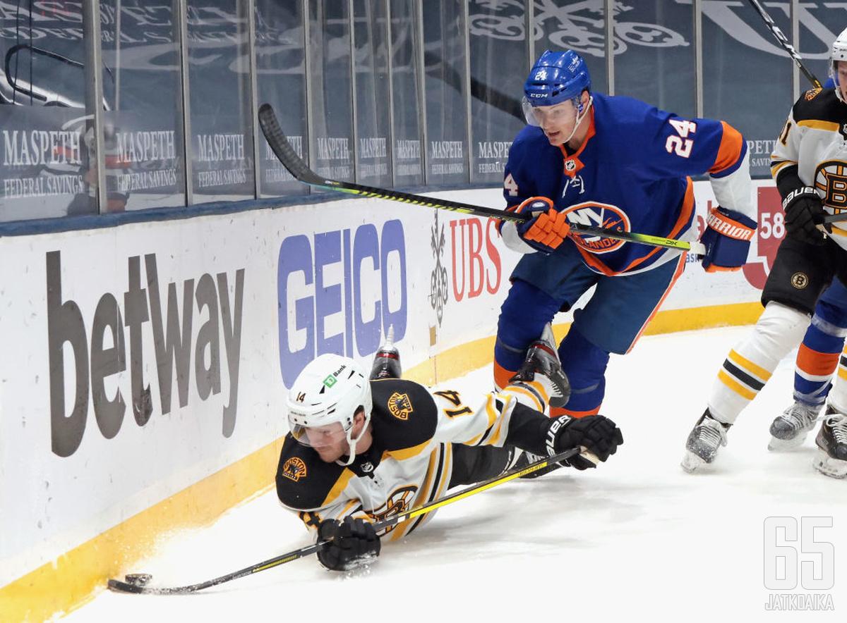Bruins jäi julmasti Islandersin jalkoihin.