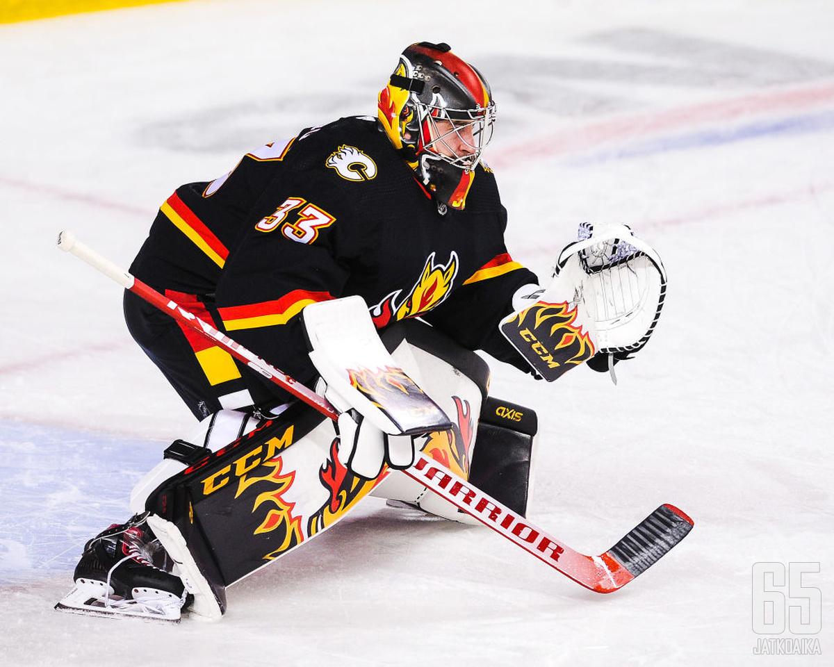 David Rittich torjuu loppukauden kiekkoja Toronto Maple Leafsin riveissä.