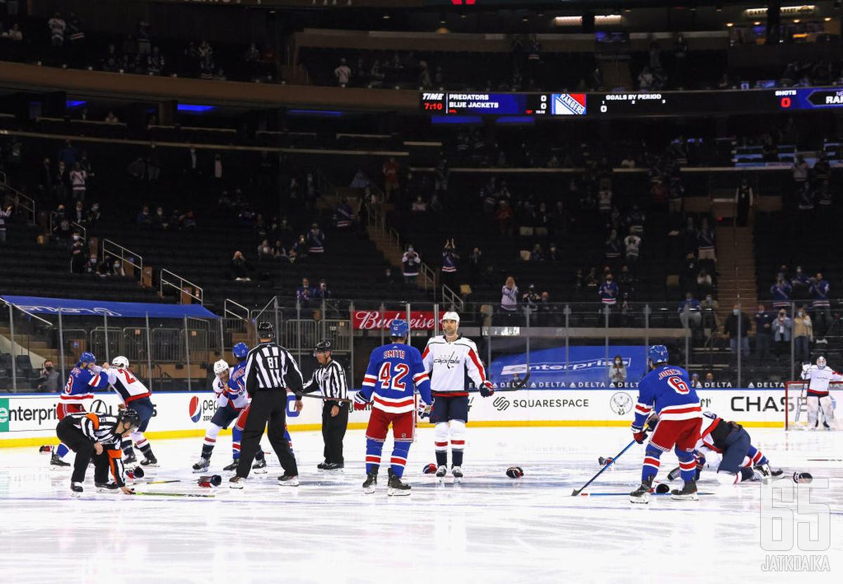 Rangersin ja Capitalsin ottelussa heilutettiin nyrkkejä olan takaa.