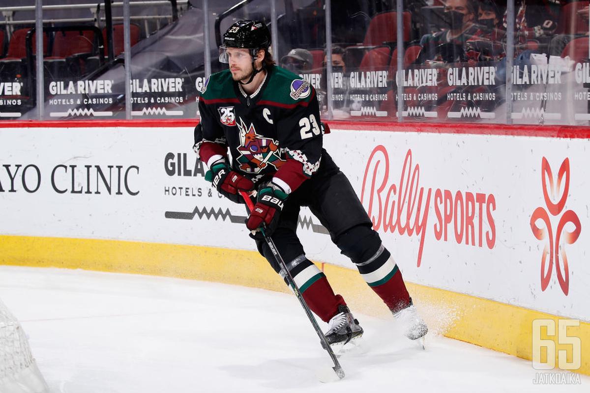 Oliver Ekman-Larsson siirtyy isossa pelaajakaupassa Vancouver Canucksiin.