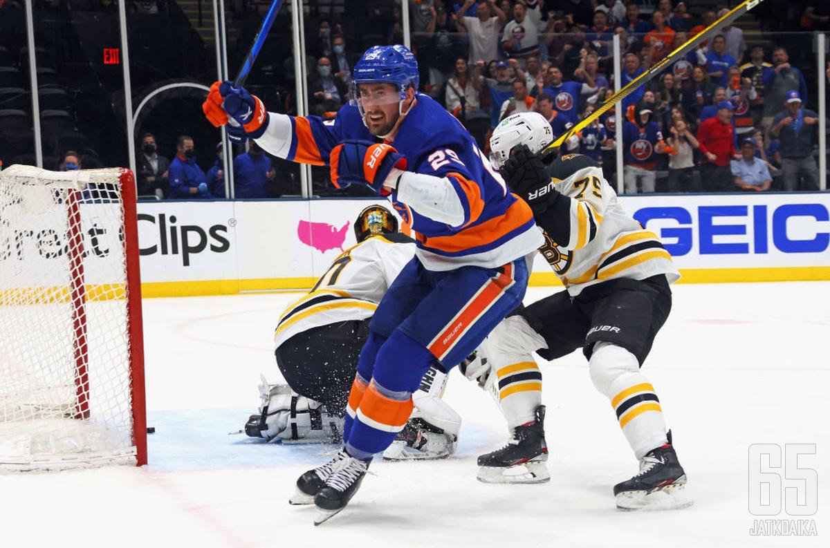 Brock Nelson johdatti kahdella maalillaan Islandersin neljän parhaan joukkoon.