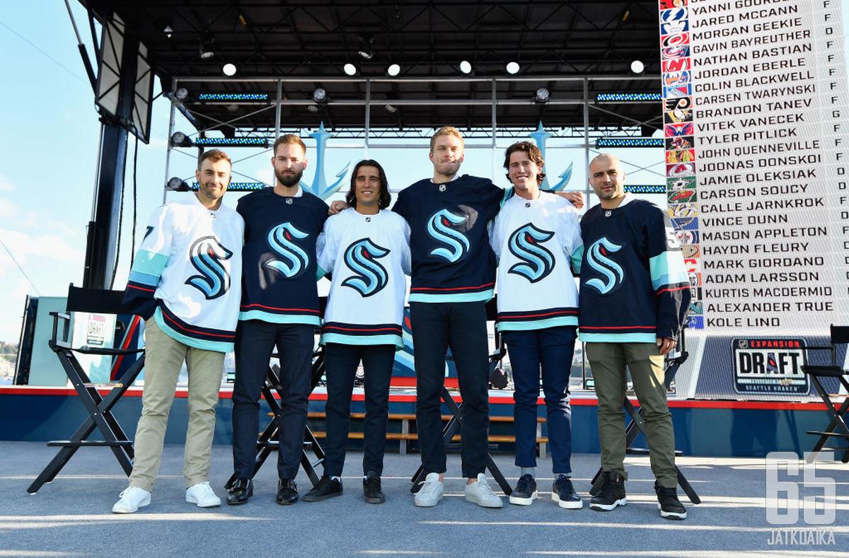 Jordan Eberle, Chris Driedger, Chris Tanev, Jamie Oleksiak, Haydn Fleury ja Mark Giordano pukeutuvat Krakenin väreihin.