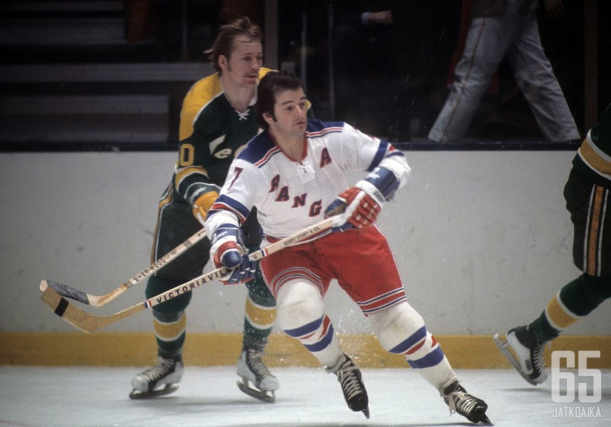 Gilbert pelasi kaikki 18 kauttaan NY Rangersin paidassa.