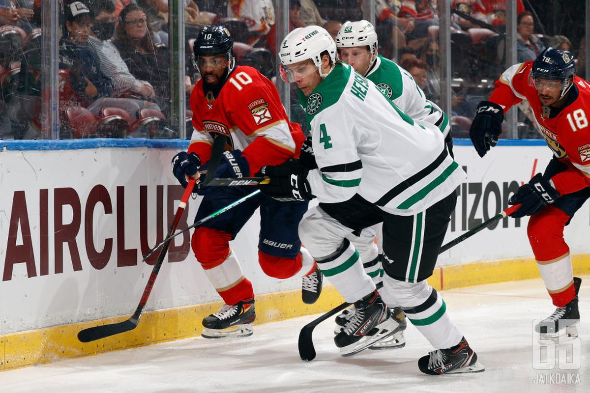 """NHL:n """"suomalaisjoukkueet"""" löytyvät Floridasta ja Texasista. Panthersin ja Starsin välisissä kohtaamisissa voidaan nähdä kentällä jopa yli 10 suomalaista."""